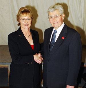 General Paul Tibbets and NRA President Sandy Froman at the 2004 OGCA Banquet